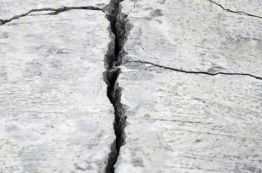 Чем заделать трещины в бетоне на улице